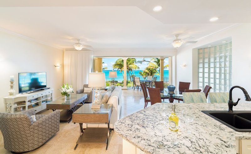 Newly Remodeled Oceanfront 2 Bedroom Suite on Grace Bay in Villa Renaissance, holiday rental in Grace Bay