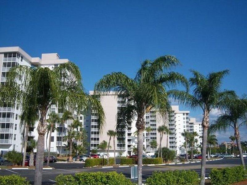 Spectacular Gulf Front Condo - Beach & Tennis Club-, casa vacanza a Bonita Springs