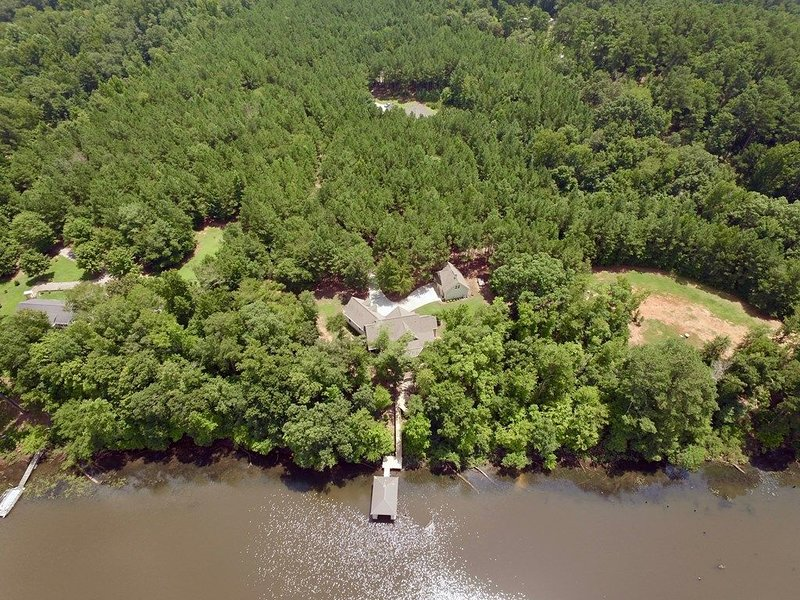 Only 15 Minutes to Augusta National.  Dream Home on the River with Dock!, casa vacanza a North Augusta