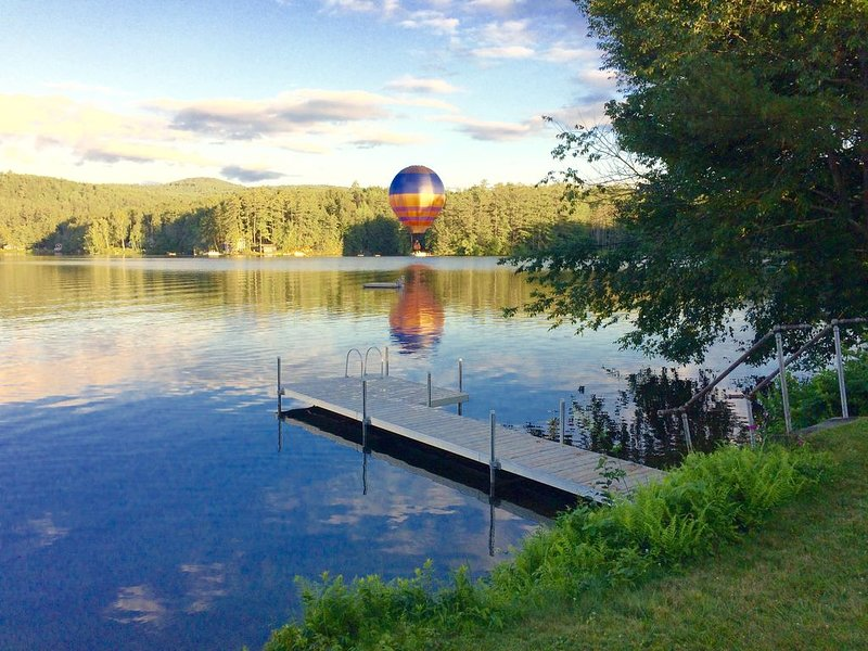 All-Season Lake Fairlee Cottage Retreat, Private Dock & Spacious Lawn, location de vacances à Fairlee
