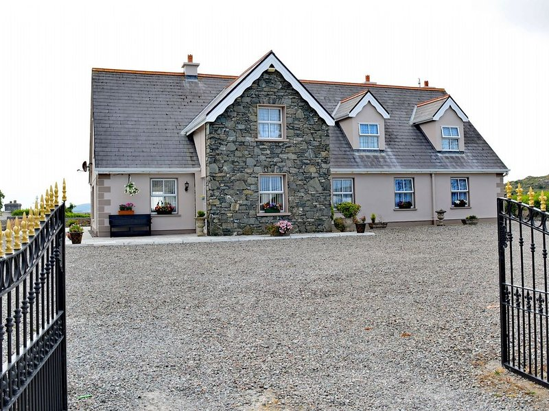 Cottage 206 - Ballyconneely - sleeps 18 guests  in 8 bedrooms, holiday rental in Ballyconneely