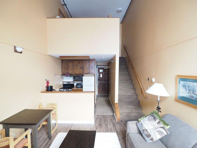 4th floor Apex Inn loft, Mountain Views, sleeps 10, vacation rental in Keremeos