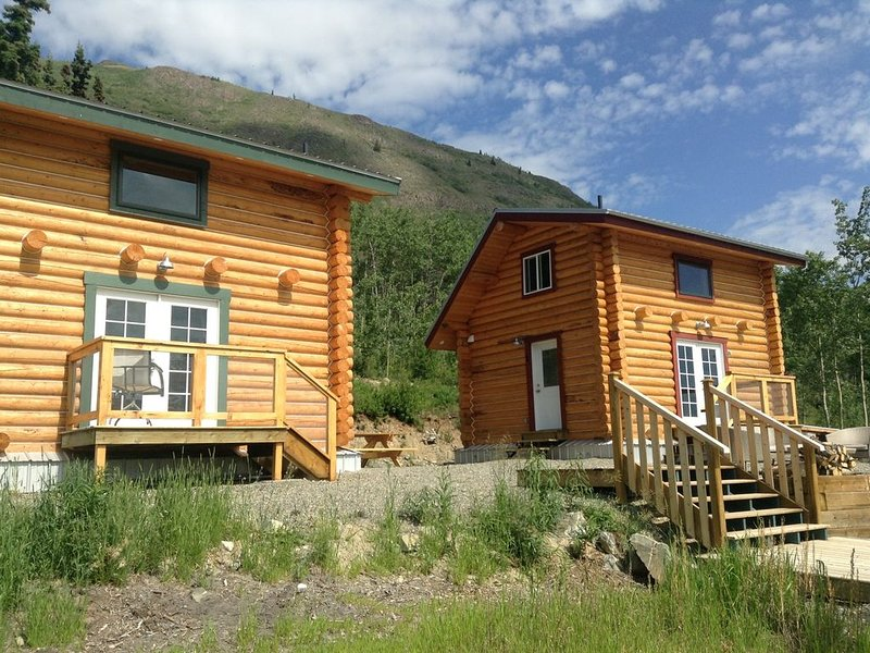 Log Cabin with Amazing Mountain & Lake Views (allergy-friendly), alquiler vacacional en Carcross