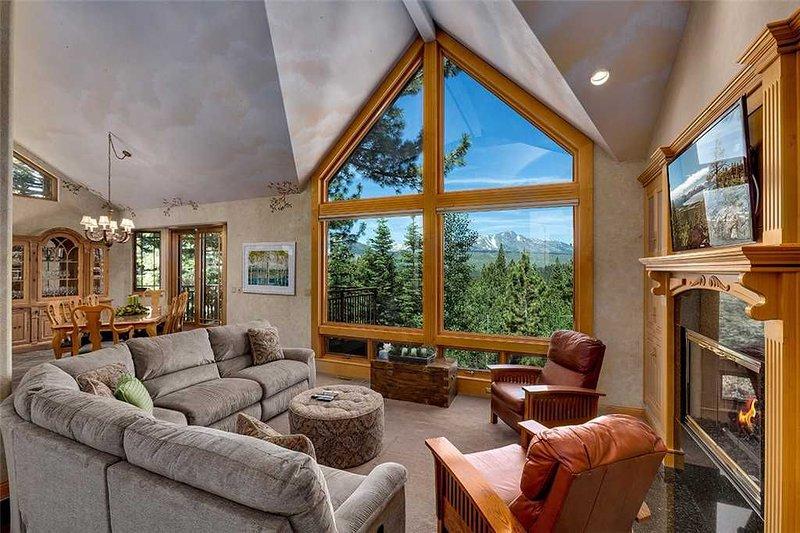 Luxury South Lake Lake Tahoe Rental with Gorgeous Mountain Views, vacation rental in South Lake Tahoe