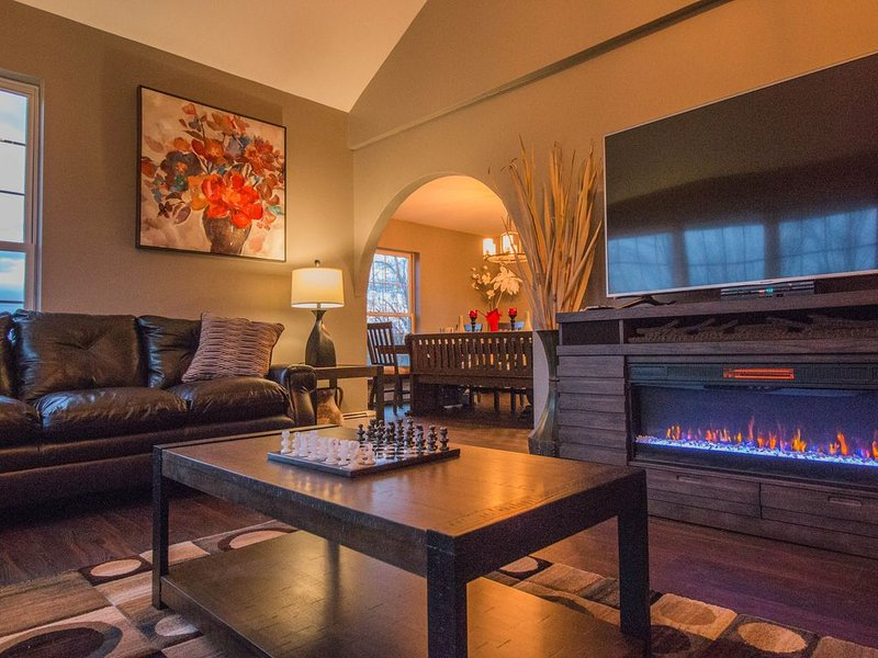 Hilltop Lodge, a Modern Seasonal Retreat in the Poconos!, holiday rental in Honesdale