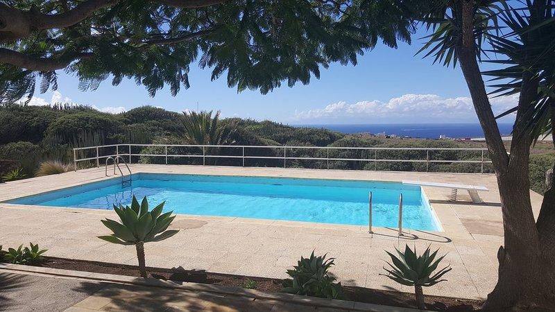 Excelente Villa con Sauna, Piscina Privada y vistas inmejorables a Tenerife, holiday rental in Agaete