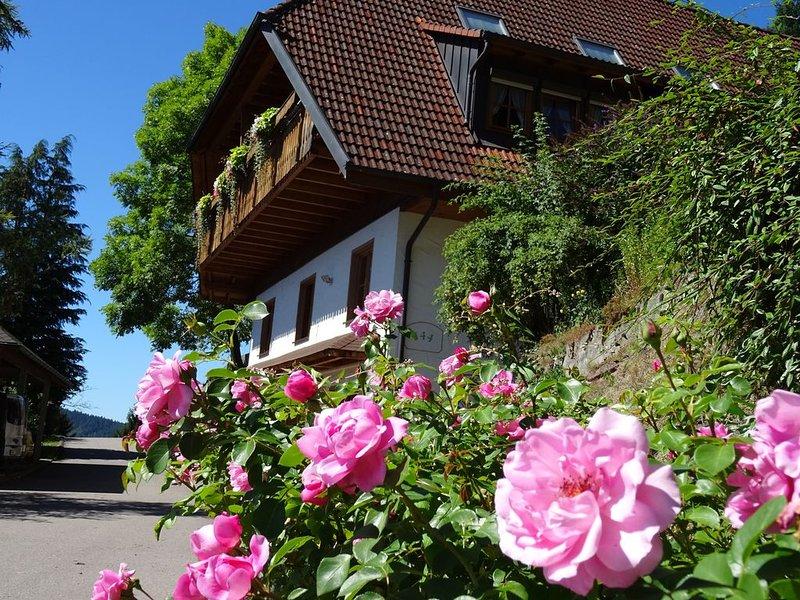 Bauernhof mit Tieren im Schwarzwald, 4 Sterne Wohlfühl- Nichtraucherwohnung, holiday rental in Tennenbronn