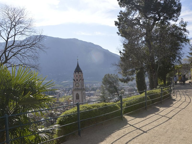 The famous Tappeinerweg with views of Meran