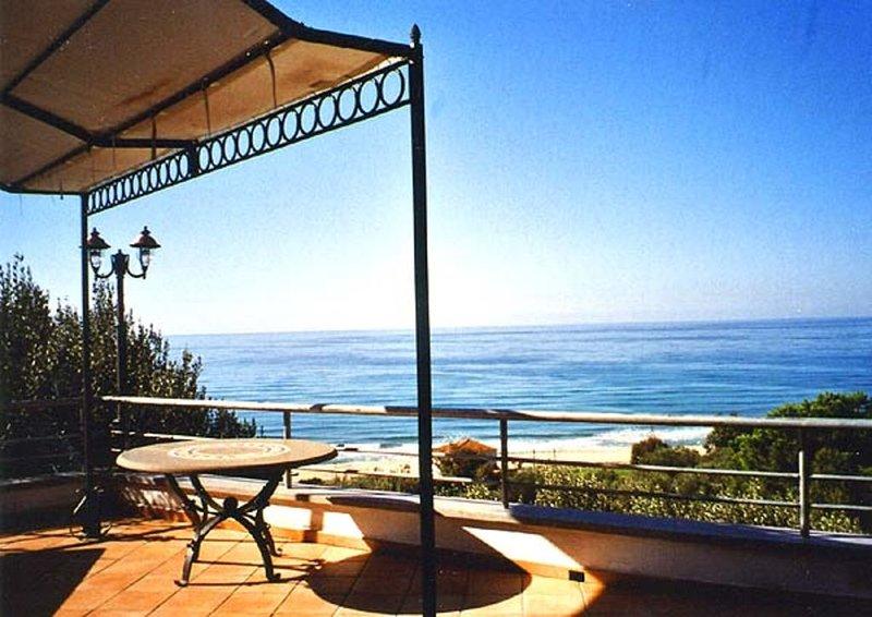 Exklusive Villa, traumhafter 180°-Meerblick, 7 Terrassen, 200 m zum Sandstrand, Ferienwohnung in San Nicola