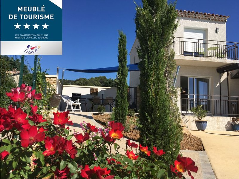 Gîte de luxe moderne avec panoramas de la vallée de la Cèze - 16m piscine, holiday rental in Cornillon