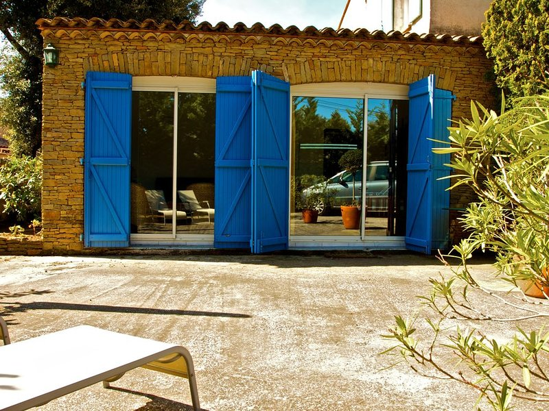 Location appartement T2 Six Fours les Plages Provence Var 4 personnes, holiday rental in Six-Fours-les-Plages