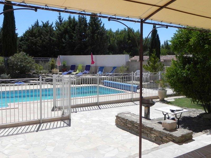 Charmante maison provençale avec piscine à Isle sur la sorgue, holiday rental in L'Isle-sur-la-Sorgue