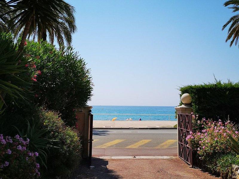 Beach & Serenity: clim, plage à 10m, entièrement rénové, holiday rental in Menton