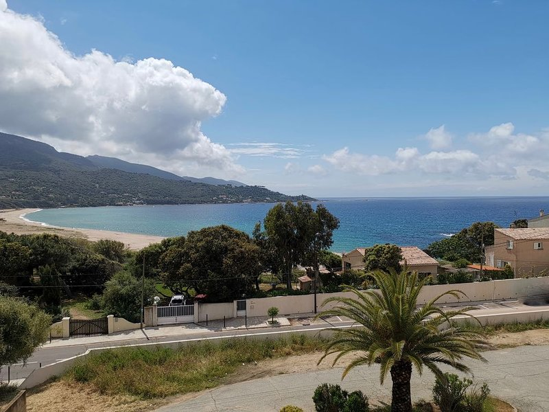 F2, climatisé, vue mer, 100 m de la plage, location de vacances à Calcatoggio