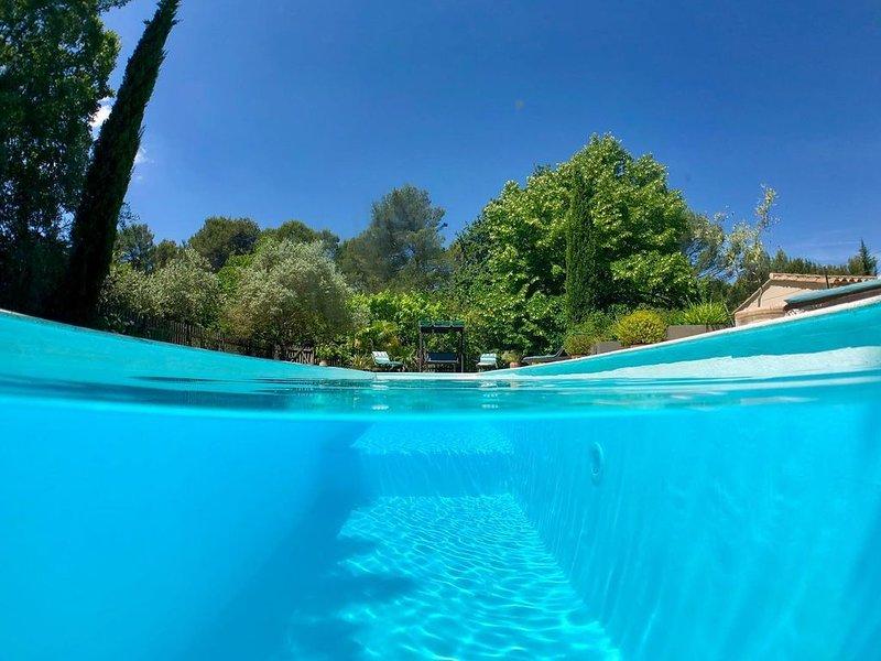 Belle Maison, Calme et Tranquillité, avec piscine. Proche d'Aix en Provence..., vacation rental in Peynier