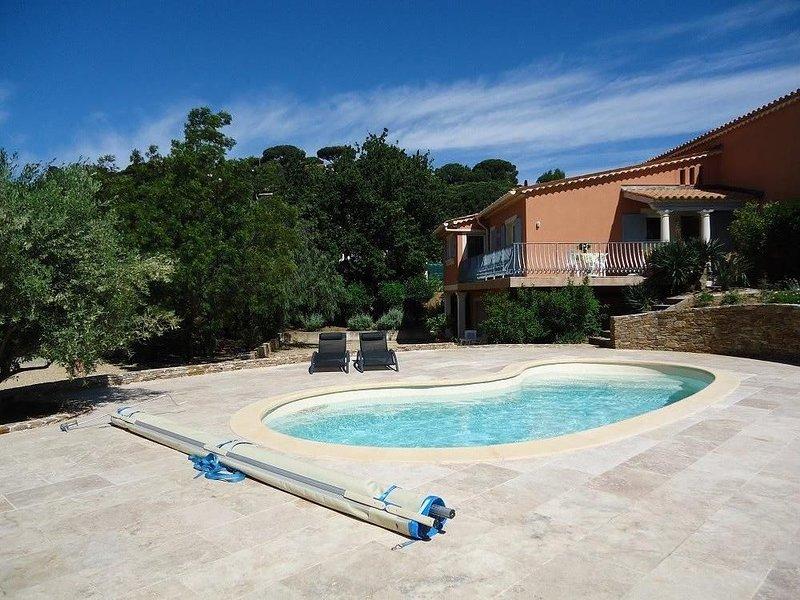 Villa,  piscine chauffée, au sel, avec plage 80 m2, à 300 m de plage de sable, holiday rental in Sainte-Maxime