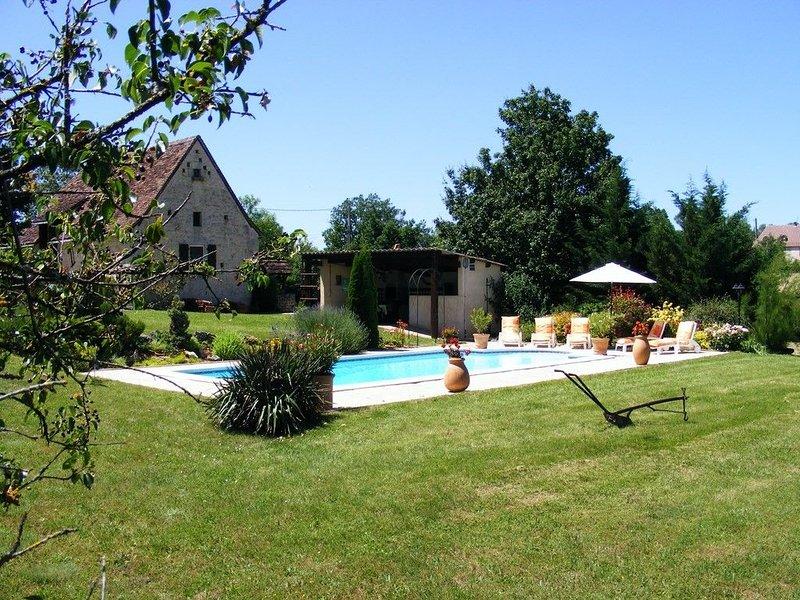 Gîte de caractère Quercynois à Cras en pleine campagne sur le Causse, holiday rental in Midi-Pyrénées