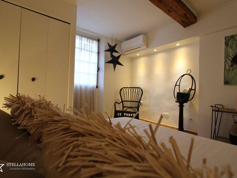 'StellaHome - l'Enclos' Maison de Village au CALME. Proche port et plage. GARAGE, location de vacances à Sanary-sur-Mer