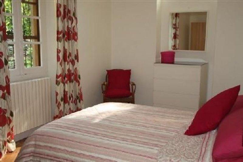 Appartement En Face Des Thermes Avec Jolie Vue Sur Montagnes Avoisinantes, holiday rental in Saint-Mamet