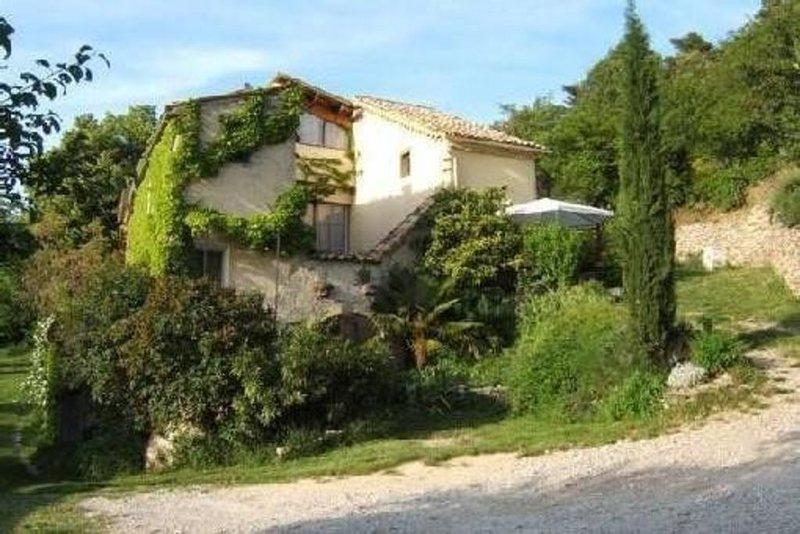 NYONS Logis autonome pour 4 à 6 pers dans un Mas calme aux senteurs de Provence, vakantiewoning in Nyons