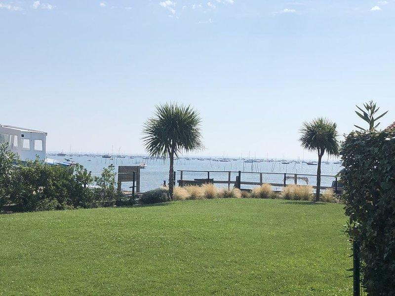 Bel Appartement 1ere ligne avec vue sur le bassin au Cap Ferret, holiday rental in Lege-Cap-Ferret