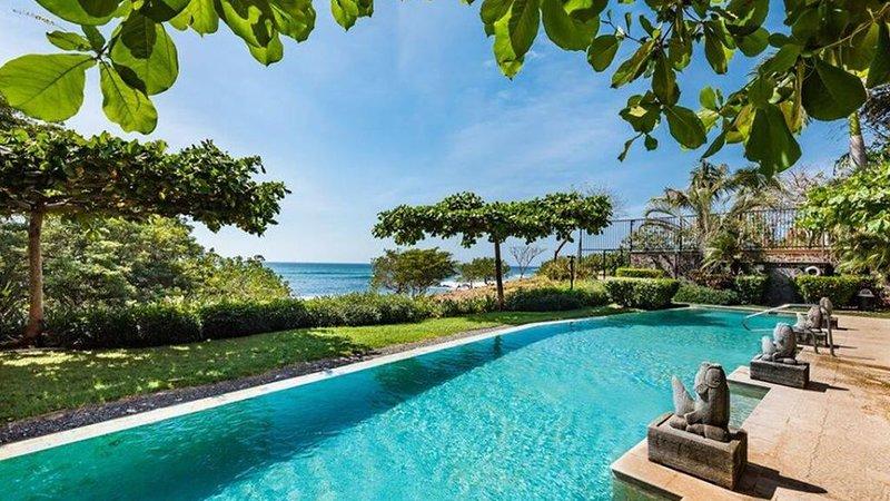 Oceanfront Luxury in Playa Langosta Near Tamarindo, holiday rental in Playa Langosta