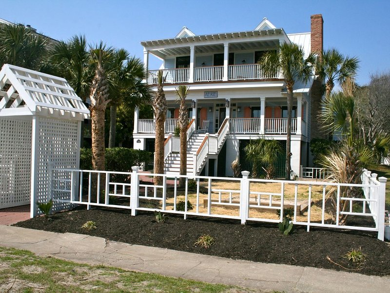 'Aerie': A 'Coastal Living' Beach House for Family Fun, holiday rental in Isle of Palms