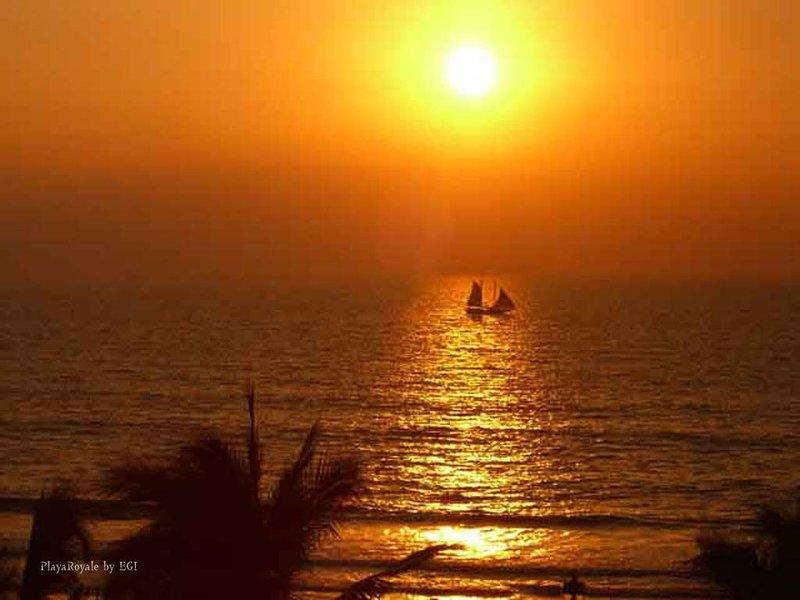 Enjoy the Relaxing Beach Walk, Spectacular Sunset,  Book Spring Break Get Away!, vacation rental in Nuevo Vallarta