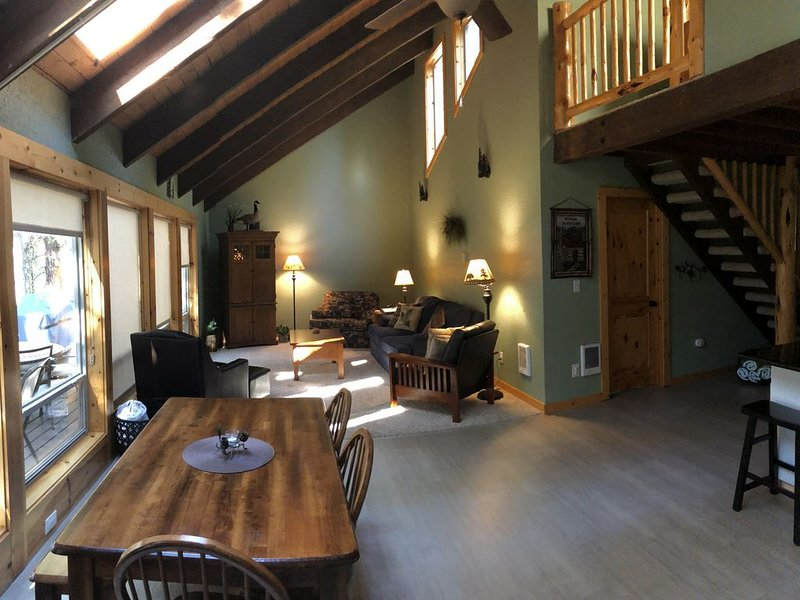 Cozy Cabin on Aspen Lake, holiday rental in Black Butte Ranch