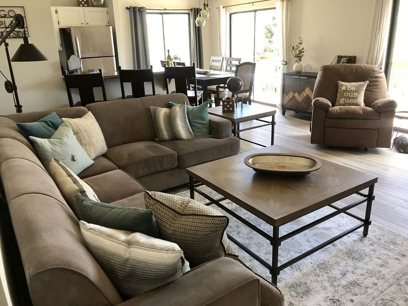 Golf, Skiing, Mountain Views - This Country Club Condo Has It All!!, vacation rental in Flagstaff