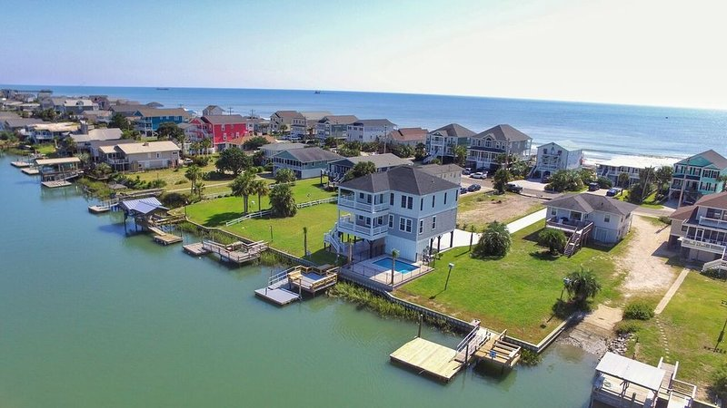 BRAND NEW 5BRM LUXURY BEACH RENTAL- ON INLET W/PRIVATE POOL & STEPS TO OCEAN�, location de vacances à Murrells Inlet
