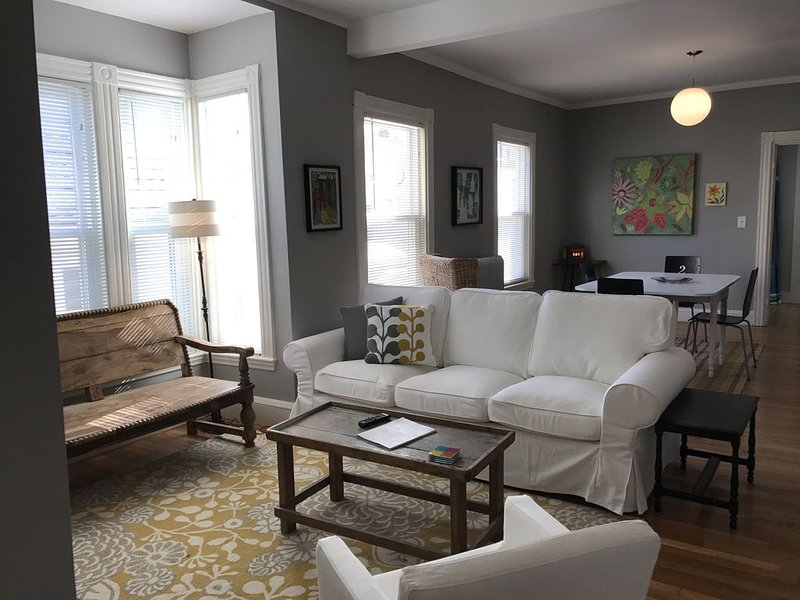 Comfortable, Bright, Fun Munjoy Hill -- Steps to Eastern Prom Park, holiday rental in Portland