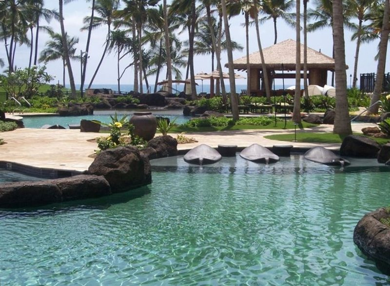 Ko Olina Beach Villa Luxury Condo ON Beach With Pools, Hot Tubs and Gym, Ferienwohnung in Kapolei