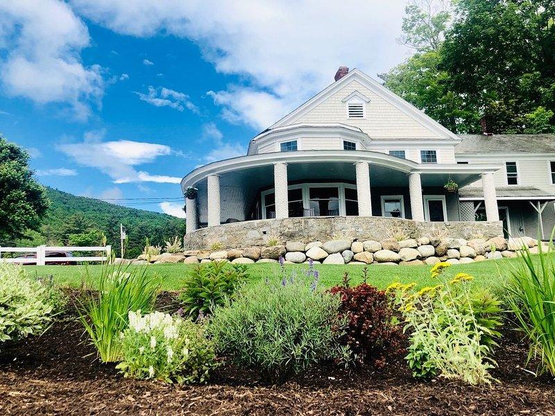 Lake George Gem,  Completely Renovated 4 Bedrooms 2.5 Baths, holiday rental in Lake George