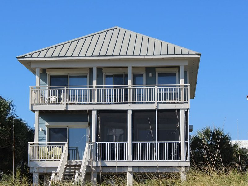 Casa de Chill Beachfront 4 Bedrooms Private Pool, holiday rental in Apalachicola