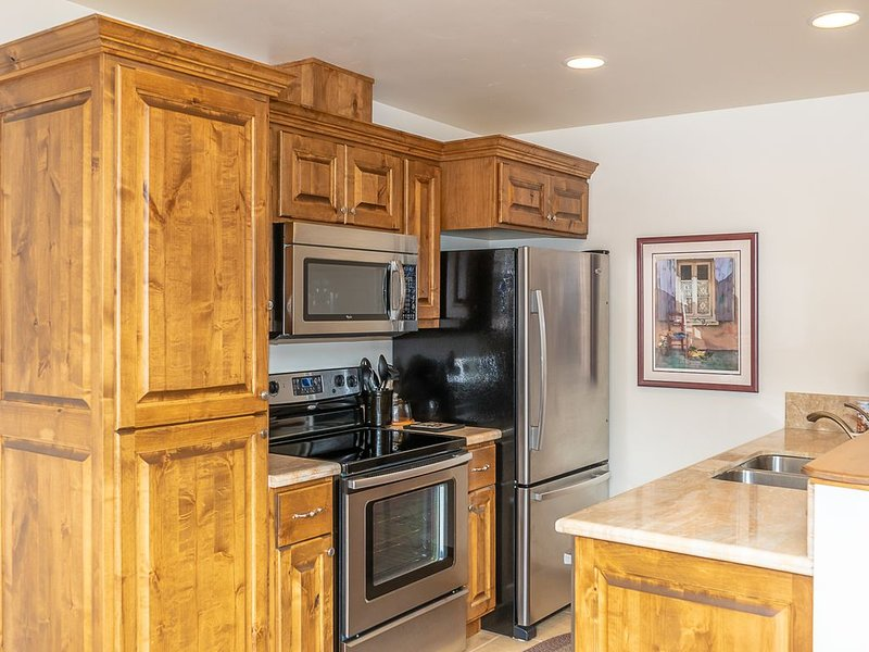 Ouray Penthouse Suite New & Quiet  Best 360 Views! Pristine Clean Private Garage, holiday rental in Ouray