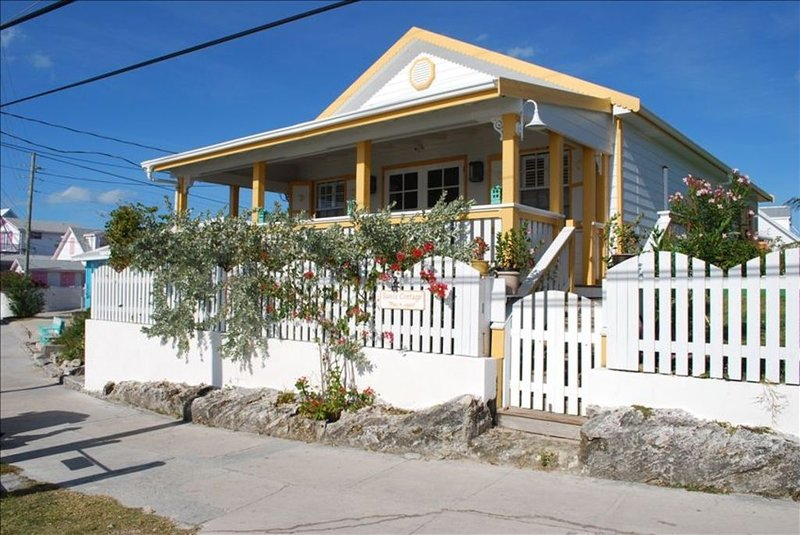 Perfectly Located, in Picturesque Heart of Hope Town with Dock, holiday rental in Marsh Harbour