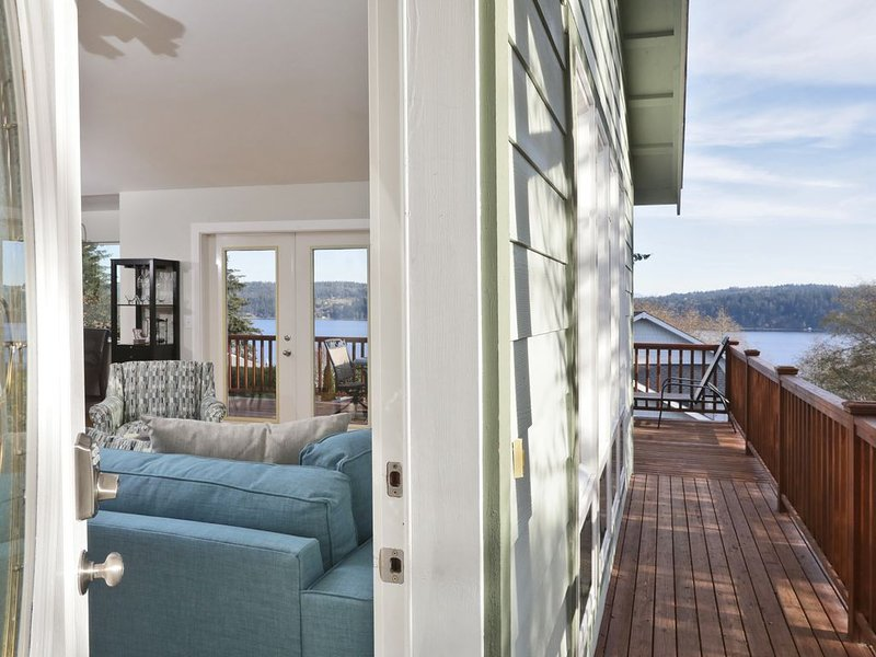 4 BR Beautiful House, stunning views, walk to Golf and Beach., holiday rental in Freeland