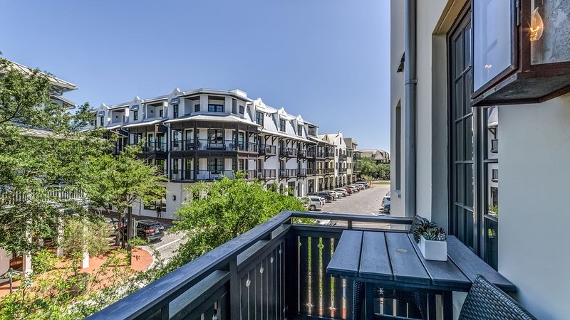 'Ocean`s Six' Rosemary Beach Luxury Condo in the Heart of Downtown + FREE BIKES!, holiday rental in Rosemary Beach