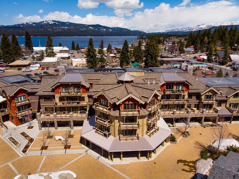 Luxurious Condo in the Middle of Downtown McCall, location de vacances à Lake Fork