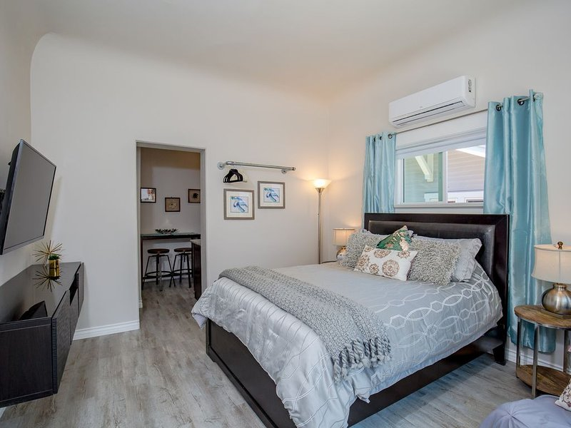 Newly Remodeled Walkable to Downtown, NEW Jacuzzi, Fire Pit, BBQ!, vacation rental in San Diego