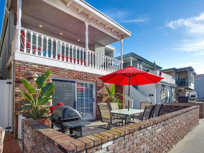 Favorite Family Vacation Home w/ Ocean View (lower unit), vacation rental in Newport Beach
