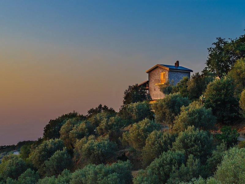 Ferienhaus inmitten einer Olivenplantage mit traumhaftem Meerblick, holiday rental in San Salvatore di Fitalia