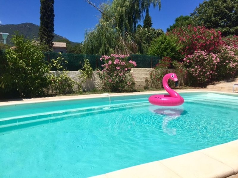 belle location climatisee piscine privee chauffee 2 chambres linge, aluguéis de temporada em Porto-Vecchio