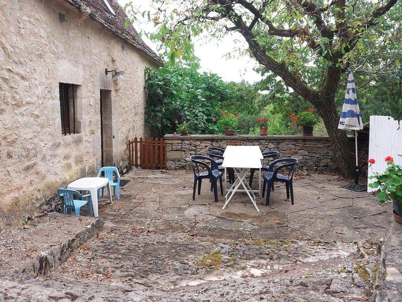 MAISON en pierres 18 ème  proche Rocamadour ; Padirac ; St Cirq la Popie; Cajarc, location de vacances à Reyrevignes