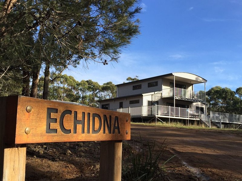 Echidna on Bruny, luxury within island bushland, vacation rental in White Beach