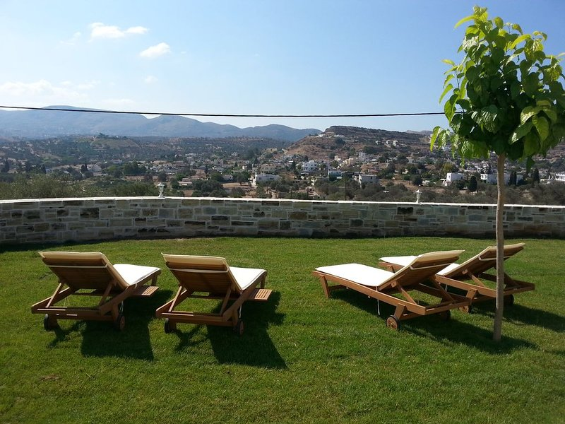 Villa Jodi in Pitsidia. Charming-Majestic View.Comfort-Relaxing.Quiet Location, holiday rental in Pitsidia
