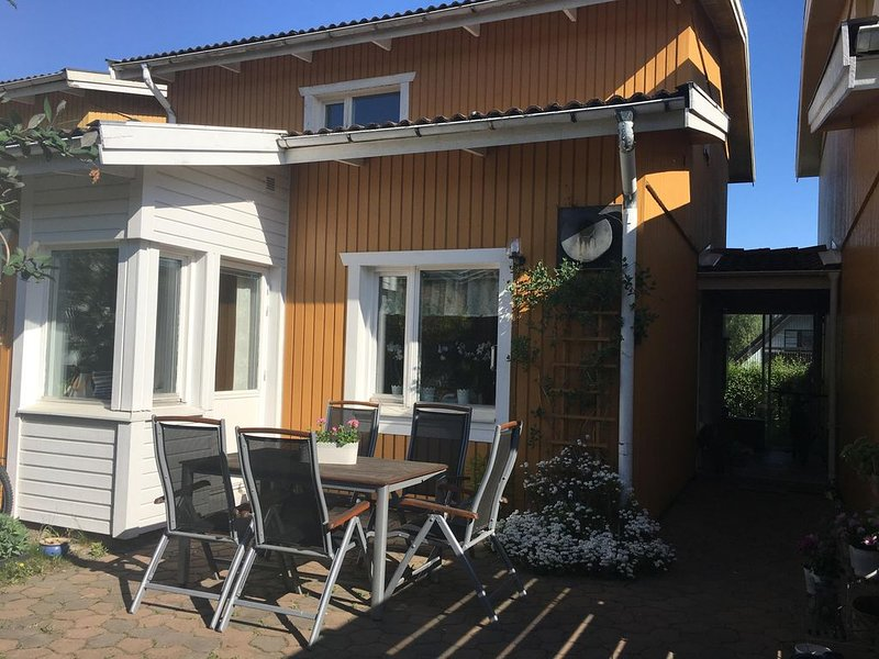 Cosy family house, just 20 minutes from Stockholm City, location de vacances à Nacka