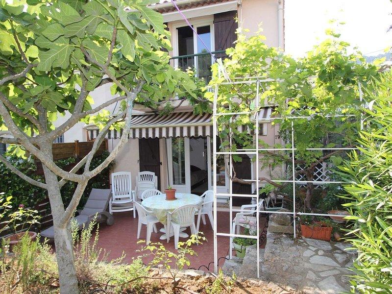 Maison avec jardin,près de Grasse, ville des Parfums, aluguéis de temporada em Peymeinade