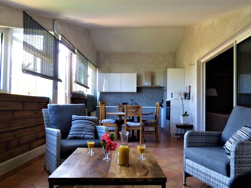 Bel appartement spacieux en bord de mer, alquiler vacacional en Etang Sale Les Bains